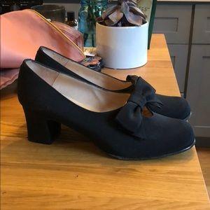 Adorable Vintage Kenneth Cole heels